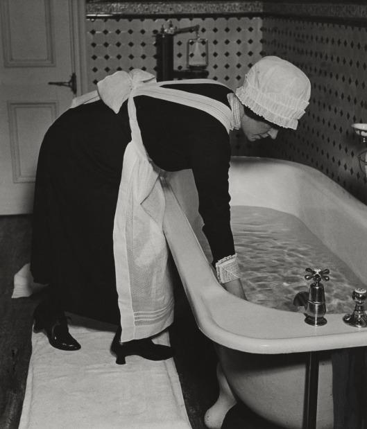 moma_brandt_parlour-maid-web1937