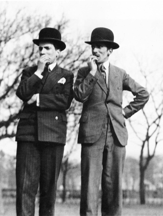 racegoers paris 1931